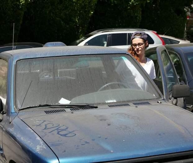 3. Кристен Стюарт слишком занята, чтобы мыть машину знаменитости, мойка машин, фото
