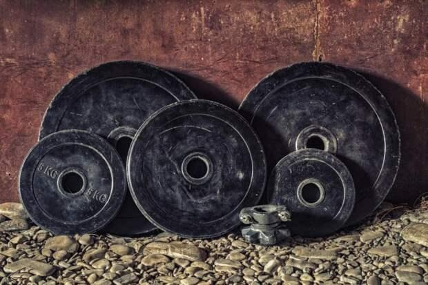 Ученица кадетского класса школы Молжаниновского установила рекорд по становой тяге
