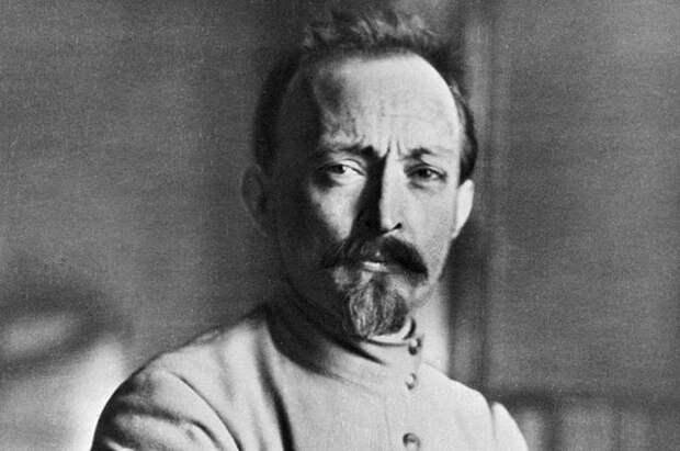 Манипуляции в опросе о памятнике Дзержинскому