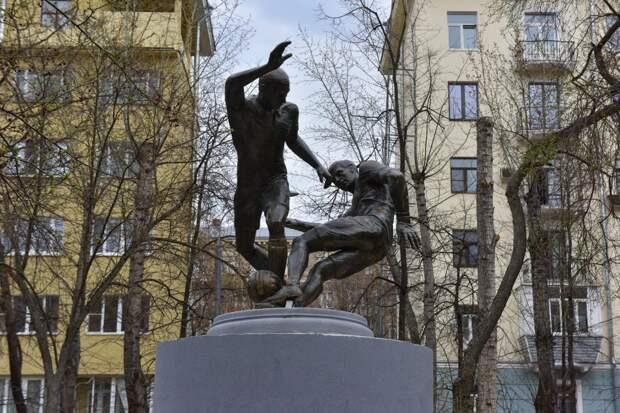 У скульптуры «Футболисты» в Южнопортовом установят табличку