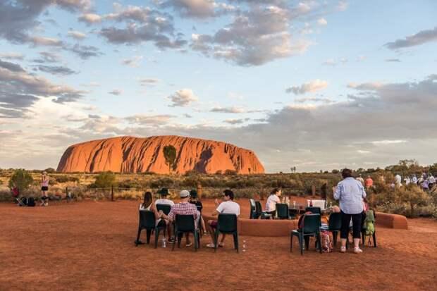Путешествие к Улуру — самому большому камню в мире