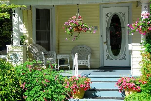 Европейский стиль оформления дома и самого крыльца.   Фото: blog.ripley.com.pe.