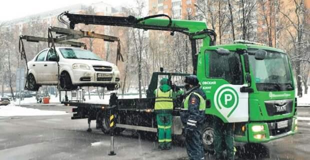 За два часа в СВАО эвакуировали пять машин