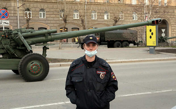 ФОТОБАНК. В Новосибирске идет подготовка к празднованию 9 мая