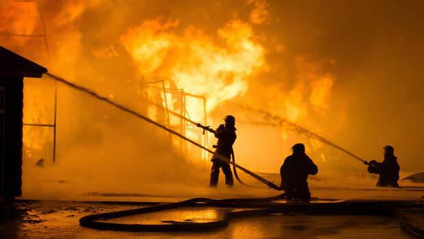 Двое спасателей погибли при тушении пожара на электростанции в Пекине