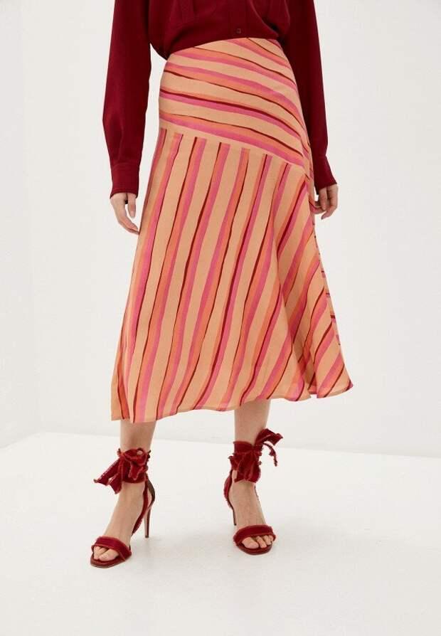 Тренд лета 2020 на асимметрию: выбираем правильные асимметричные топы и юбки, которые можно носить каждый день