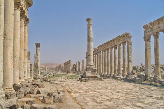 Большая колоннада Апамеи — всё, что осталось от прежнего величия города - Авантюристы эпохи Гражданских войн: Квинт Цецилий Басс   Warspot.ru