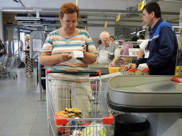 Россиян предупредили об опасности оставленных на кассе чеков