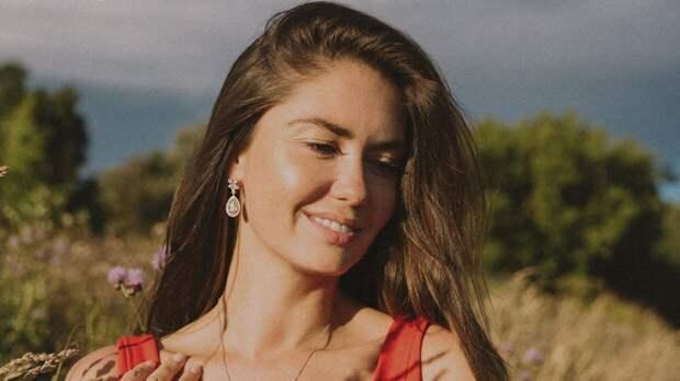 Муцениеце призналась, что дочь Мия ждет ее воссоединения с Прилучным