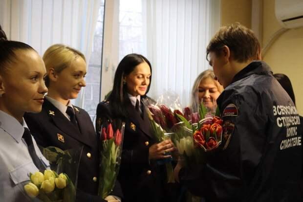 «Автомобильный вальс» и стихи: как сотрудники МВД России поздравили женщин с наступающим Международным женским днём