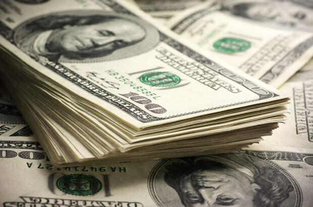Наличную валюту взяли под контроль. Как теперь снять, перевести и хранить доллары