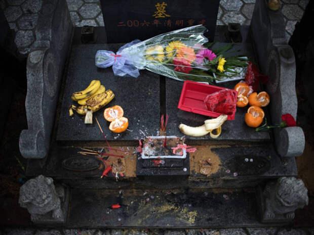 Украшение китайских могилок.