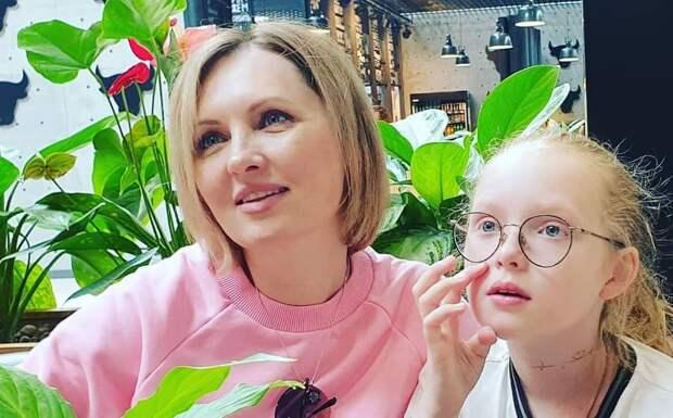 10-летняя дочь Елены Ксенофонтовой устроилась на работу