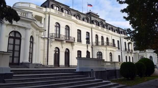 В Праге предложили отобратьу российского посольствачасть территории