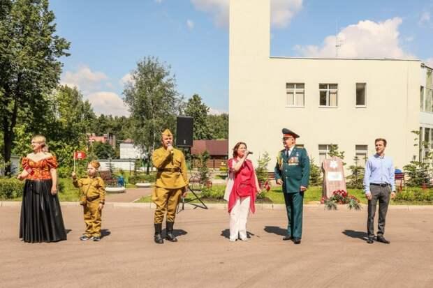 Московские спасатели открыли сквер 75-летия Победы