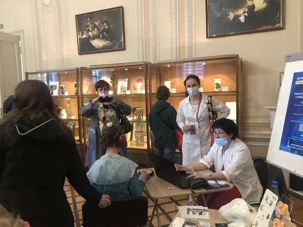 Звуки вокруг нас: тысячи петербуржцев посетили «Ночь музеев»