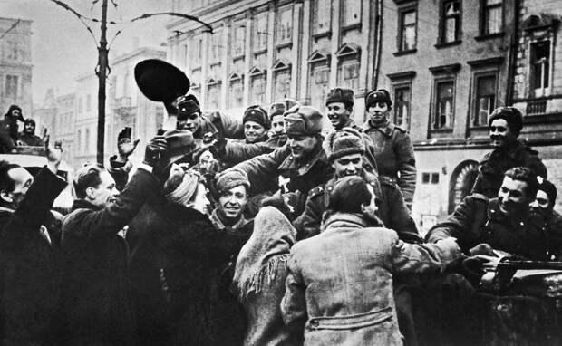 Польские «историки» от политики лишили страну статуса победительницы нацизма