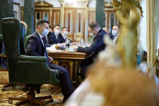 Депутаты Рады начали собирать подписи за импичмент Зеленского