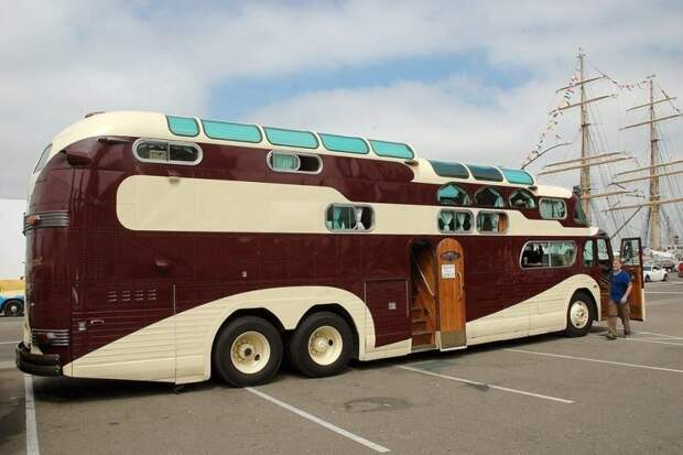 В 2012-13 годах «Peacemaker II» сопровождал турне Боба Дилана по США. Peacemaker, авто, автобус, автомобили, дом на колесах, кемпер, транспорт