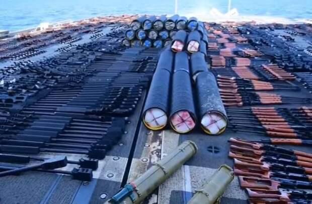 Пятый флот США: Крейсер Monterey встретил неопознанное судно с оружием российского производства