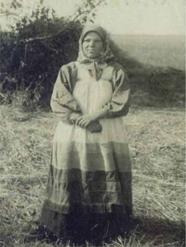 Крестьянка из Рязанской губернии. 18 лет.
