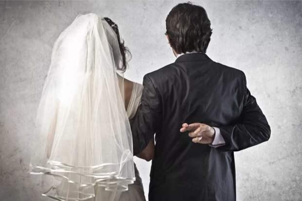 Почти пять лет жених тянул со свадьбой, а как невеста получила наследство, так он ее просто за руку потащил в ЗАГС