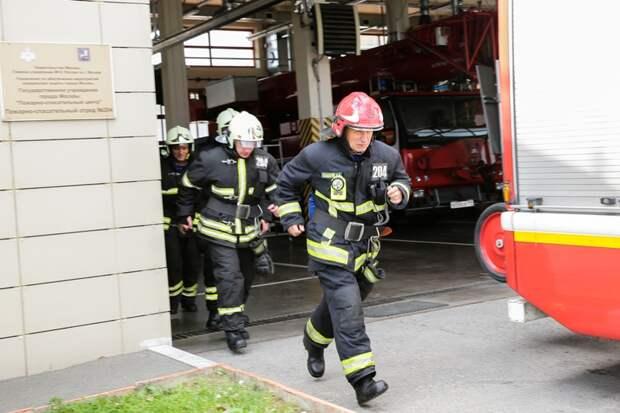 Огнеборцы ПСО№ 204 потушили пожар и спасли человека
