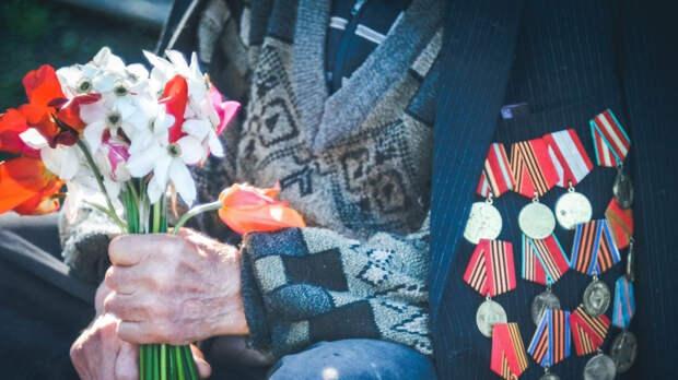 """Глава Медиагруппы """"Патриот"""" поздравил ветеранов из Кронштадта с Днем Победы"""