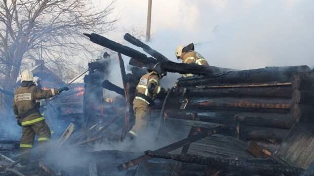 Огонь уничтожил 25 построек в омском селе Каракуль