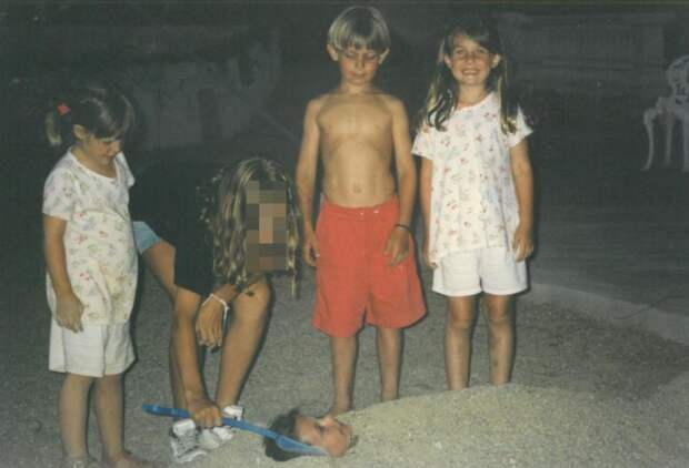 Пара думала, что они знакомы 4 года, но мама девушки нашла старые фото. И оказалось, что они уже встречались!
