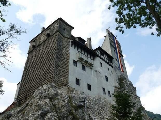 В Румынии в замке Дракулы открылся центр вакцинации от коронавируса