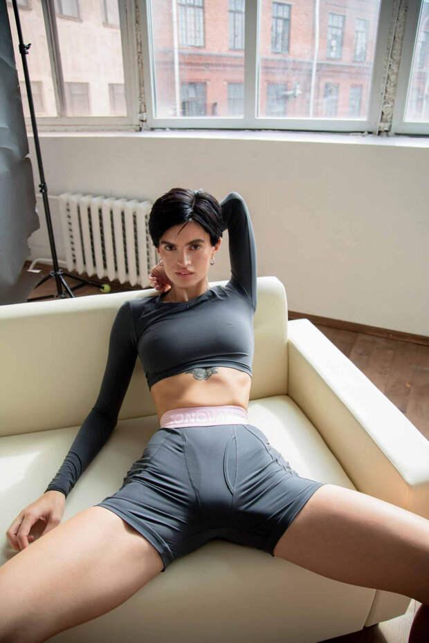 «Чем женщина сексуальнее, тем сложнее разглядеть в ней личность»: Анастасия Миронова об объективации и прозрачных велосипедках на Патриарших
