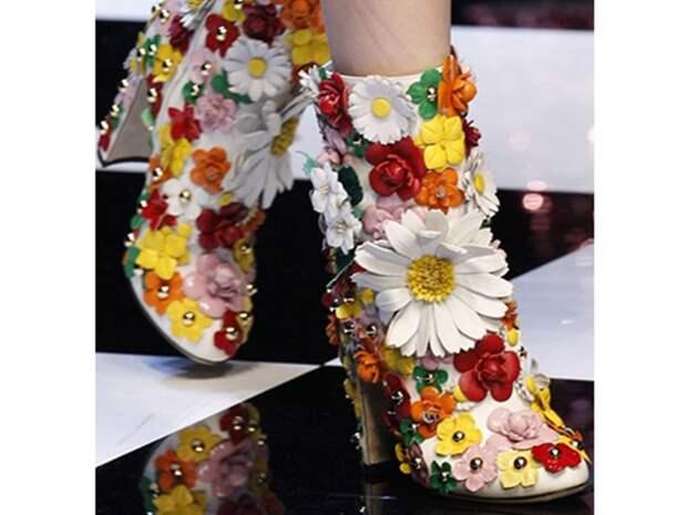 Цветы у ваших ног: оригинальная обувь с цветочным декором