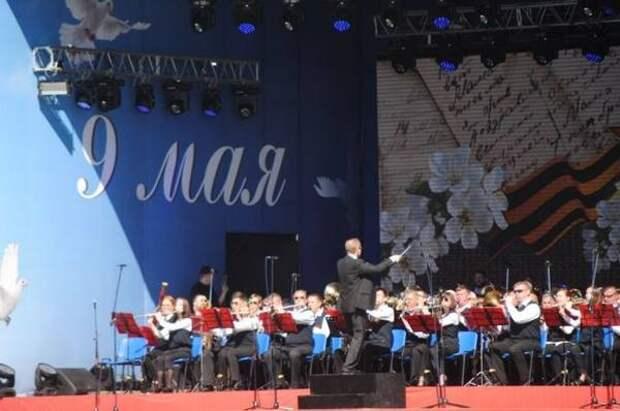 Оренбуржцев ждет праздничный концерт «Победный май!» на площади им. Ленина
