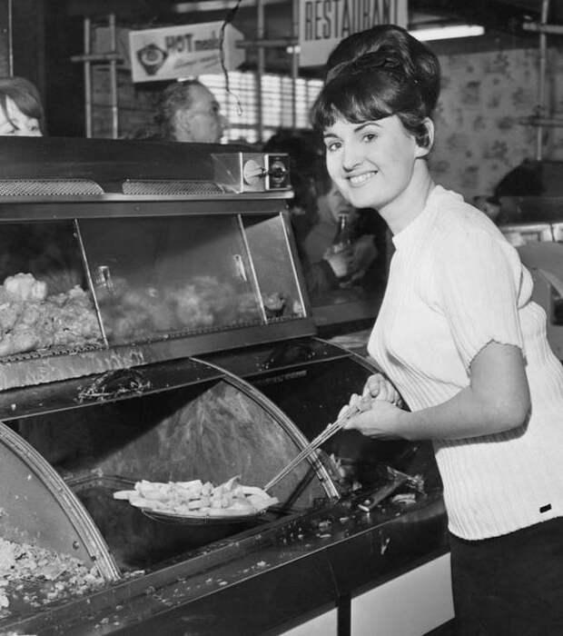 Лондонский чип-шоп в 1950-х. <br>