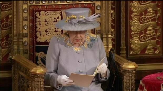 Елизавета II выступила с тронной речью: усилить милитаризацию