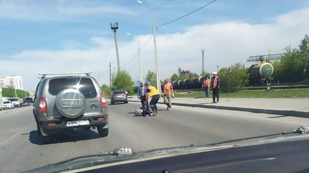 Пьяный пешеход, переходивший дорогу накрасный, был сбит сегодня вТюмени