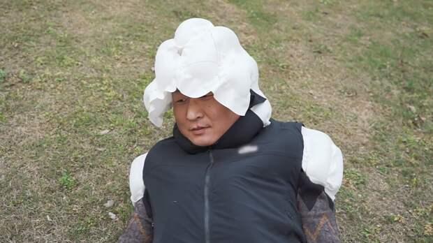 Надувную куртку для защиты пожилых людей от падений создали в Китае. ФАН-ТВ