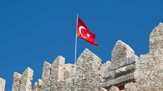 Эксперт разгромил планы британцев обвинить россиян в кризисе туризма Турции