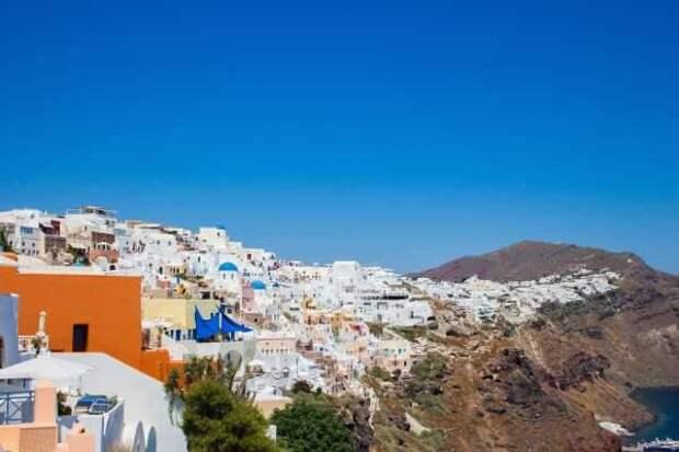 Гражданам в России назвали оптимальную стоимость отдыха в Греции в мае