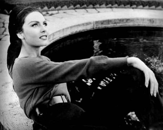 """Фотосессия Мишель Мерсье после окончания съемок фильма """"Тысяча и одна ночь"""" 1961 год, Италия."""