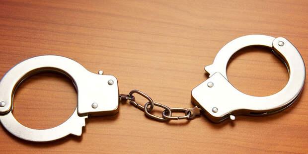 Суд оставил под арестом Левченко