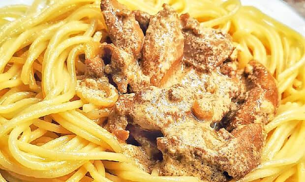 Фото к рецепту: Куриная печень в сметане