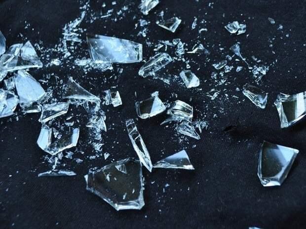 На Можайском шоссе на женщин обрушился «дождь» из стекла