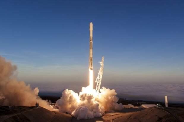 Во Флориде стартовала ракета Falcon 9 с группой спутников Starlink