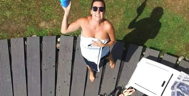 Женщина сбила дрон, пролетавший над ее бассейном  Даме удалось сбить беспилотный летательный аппарат, который в итоге упал в бассейн. Его дальнейшая судьба неизвестна...