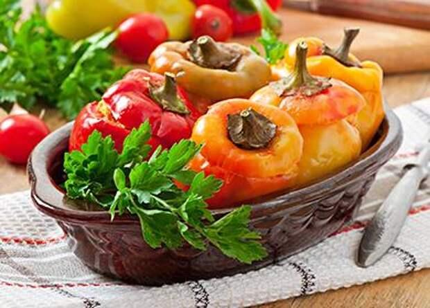 Фаршированный перец в духовке: 8 вариантов наполнения болгарских «стаканчиков»