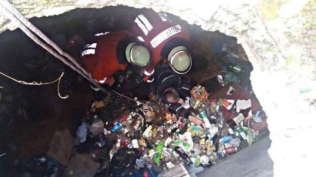 У Трускавці двоє людей впали в чотириметрову яму