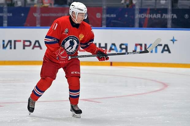 Путин в Сочи сыграл в хоккей и обеспечил победу своей команде
