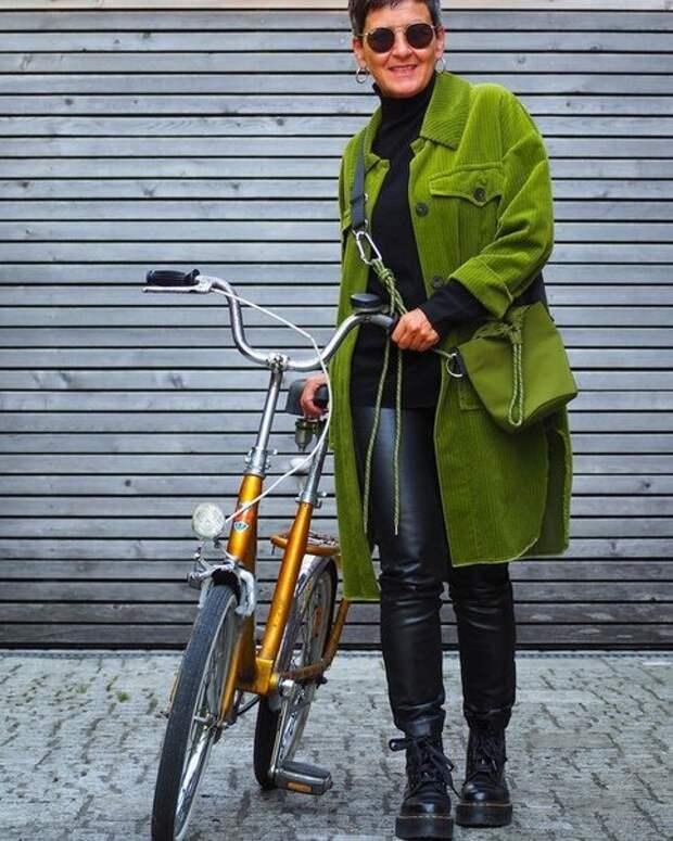 Пальто-рубашка в образах женщин до и после 50: как выбрать, с чем носить